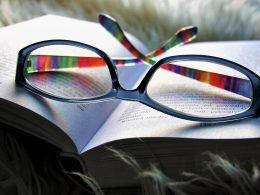 Знания приобретаются путем чтения.