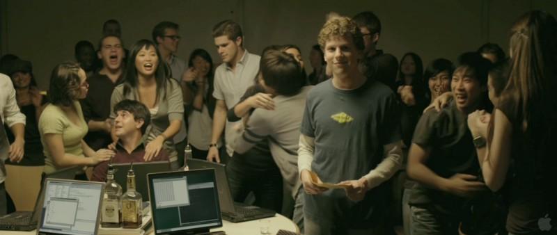 Кадр из фильма «Социальная сеть», который породил множество стереотипов о разработчиках