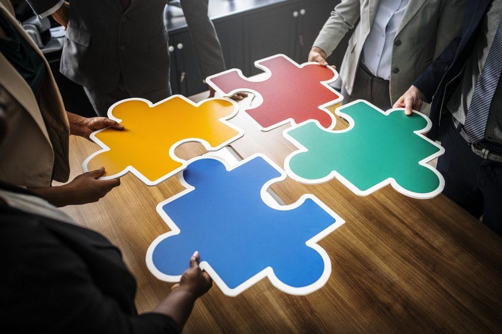 В сфере разработки важно уметь взаимодействовать с людьми