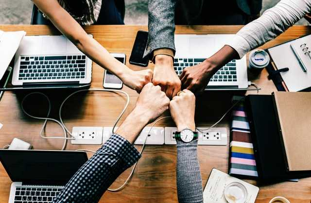 Найти работу вам поможет сеть знакомств