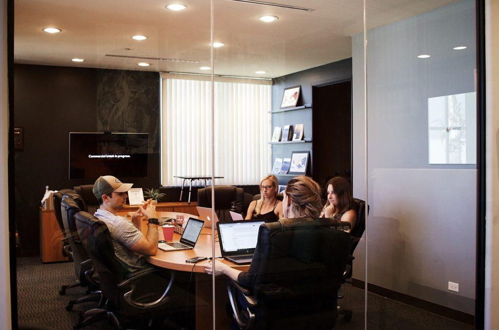 Компании, работающие над собственными проектами
