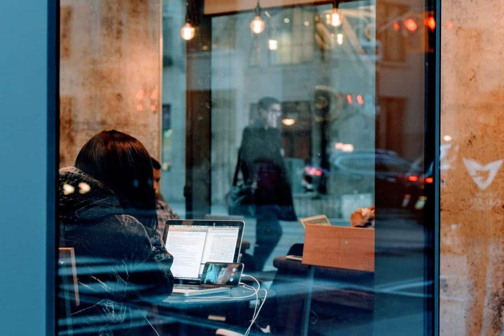 Не все компании берут работников на удалёнку