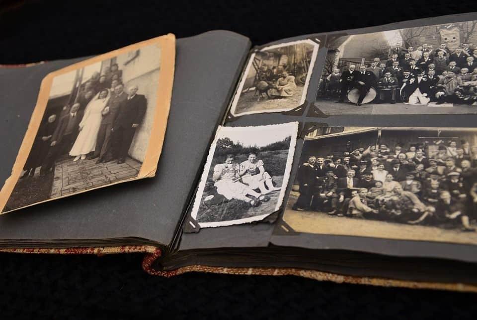 Старинный фотоальбом
