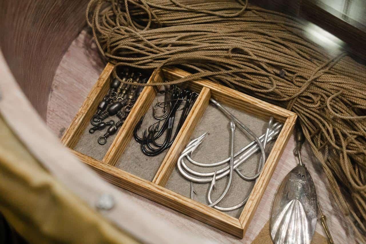 Рыболовные снасти, крючки (hook - крюк).